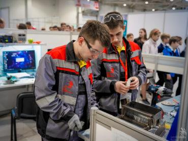 Выпускникам колледжей России помимо диплома будет выдаваться цифровой паспорт компетенций