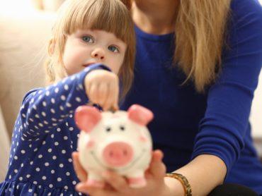 В России прекращено автоматическое начисление пособий детям до трех лет