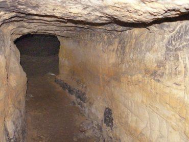 Монастырская пещера в Адыгее: какие тайны хранят ходы в подземельях Свято-Михайловского Афонского мужского монастыря